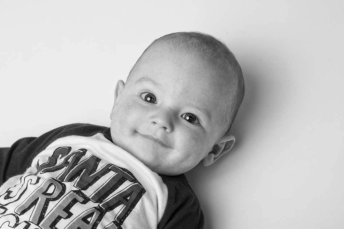 Lachendes Baby im Fotostudio Duisburg