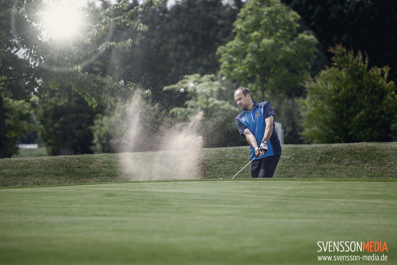 Golfspieler beim Bunkerschlag