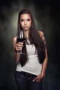 Portrait mit Rotwein