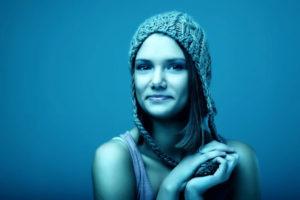 Portrait mit blauem Bildlook