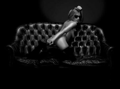 Aktfoto auf Couch Dinslaken